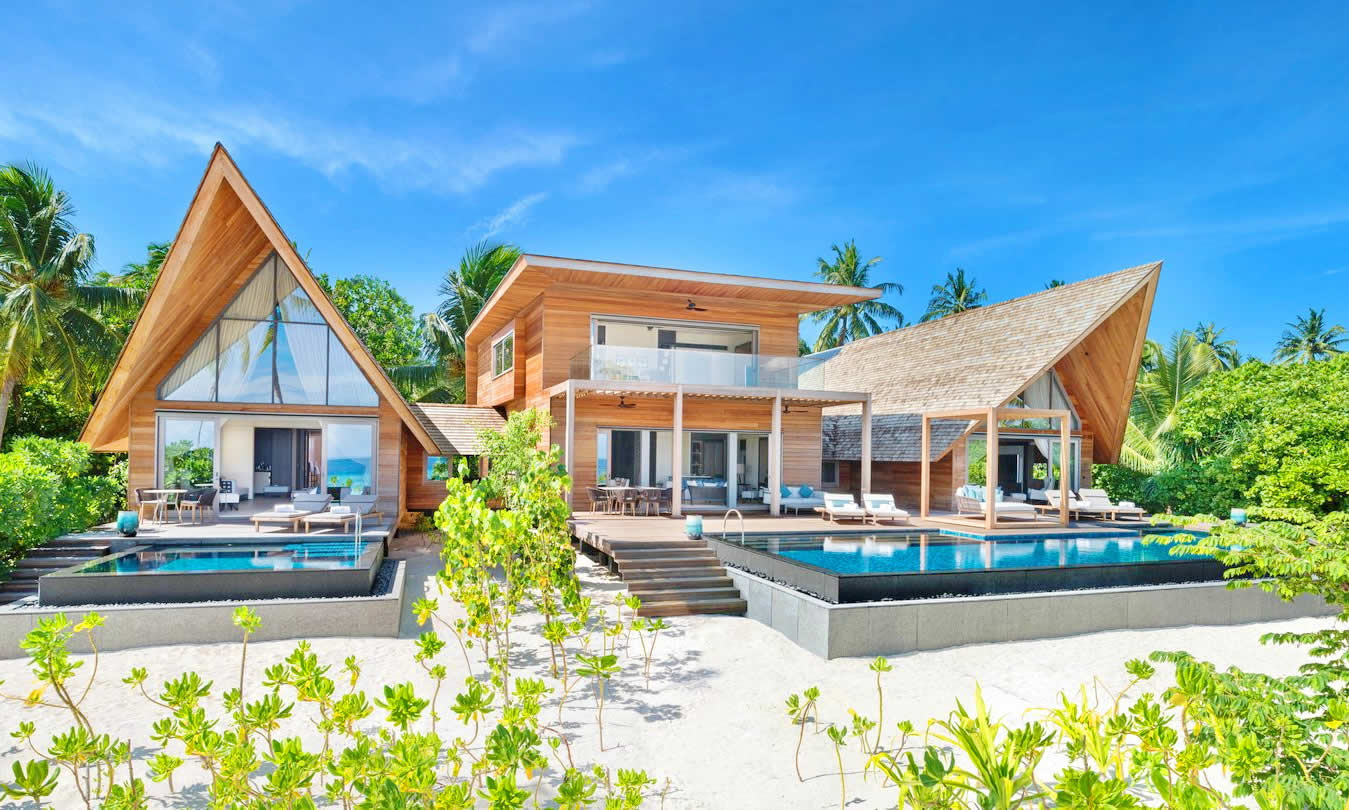The St. Regis Maldives Vommuli Resort - Caroline Astor Estate